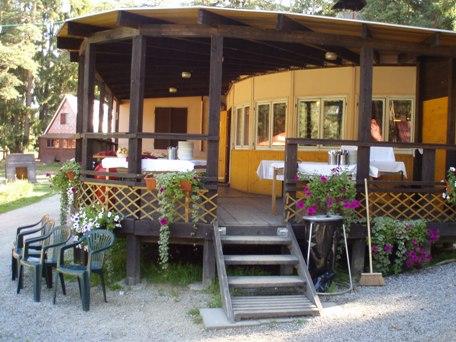 restaurace v kempu Lestina